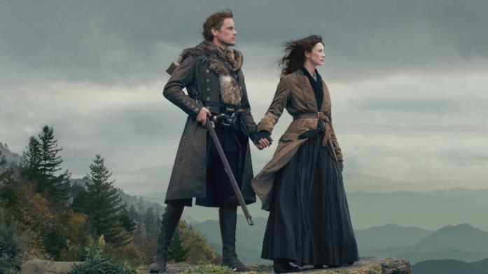 Un'immagine coi protagonisti di Outlander, Caitriona Balfe e Sam Heughan