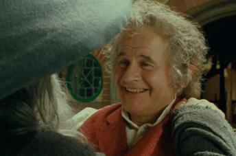 Ian Holm nel ruolo di Bilbo Baggins