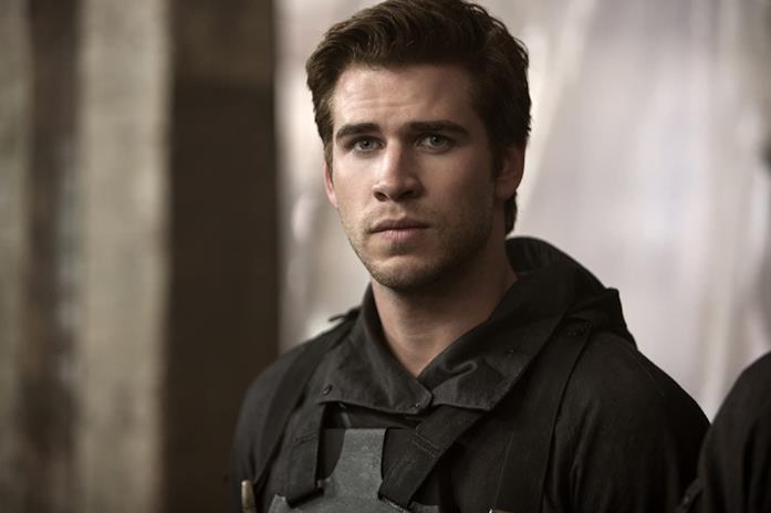 Liam Hemsworth in una scena di Hunger Games: Il canto della rivolta - Parte 1