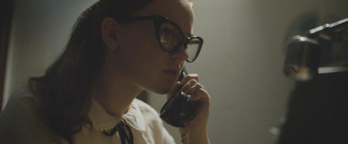 Fay risponde al telefono