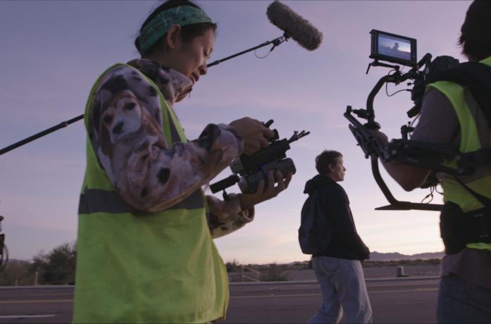 Zhao sul set di Nomadland all'alba