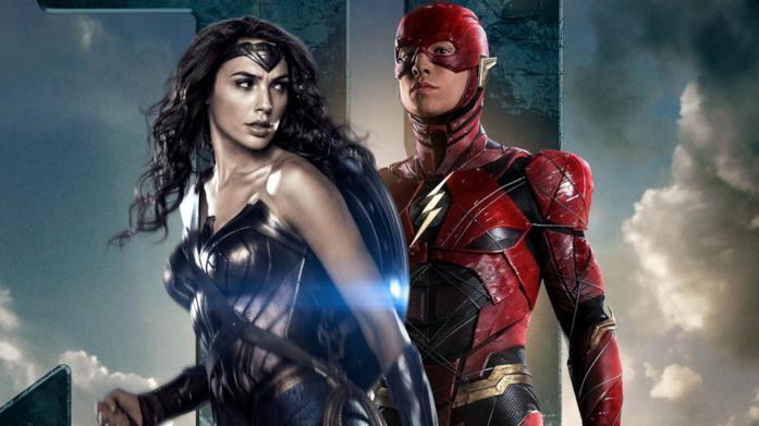Mezzibusti di Gal Gadot ed Ezra Miller nei panni di Wonder Woman e Flash