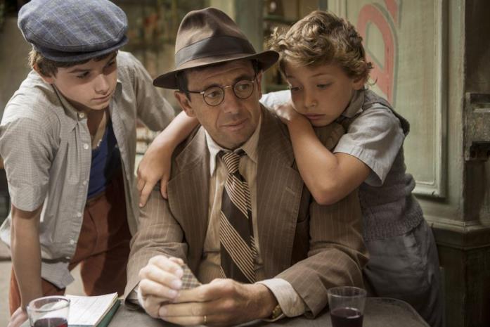 Batyste Fleurial, Patrick Bruel e Dorian Le Clech in una scena del film Un sacchetto di biglie