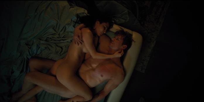 Ortega e Takeshi fanno sesso nella prima stagione di Altered Carbon