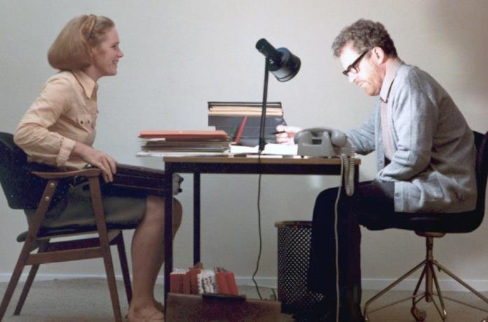 I protagonisti in una scena di Scene da un matrimonio (1974)