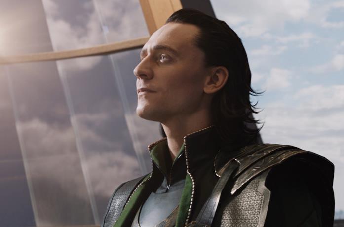 L'attore Tom Hiddleston nei panni di Loki
