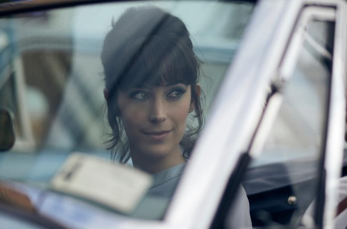 Geraldine Hakewill in una scena della serie Ms Fisher's Modern Murder Myster