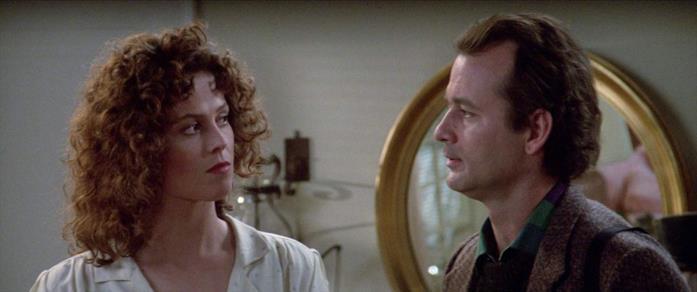 Dana e Peter in una scena di Ghostbusters