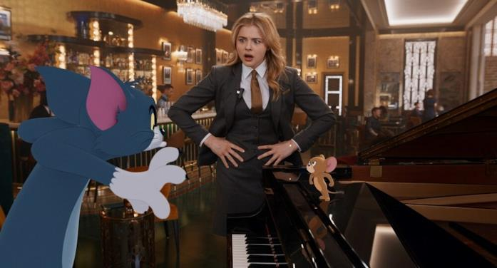 Tom, Jerry e Chloë Grace Moretz in una scena