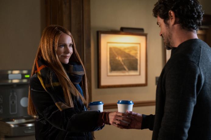 Nina offre il caffé a un uomo sconosciuto