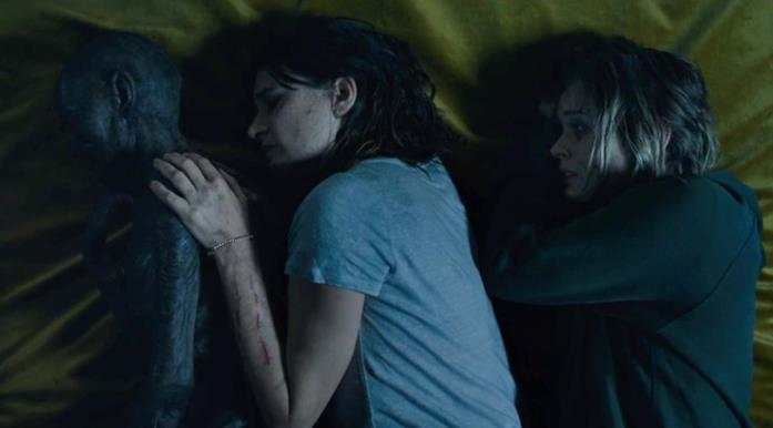 Edna (ormai un cadavere mummificato), Kay e Sam nell'ultima scena del film