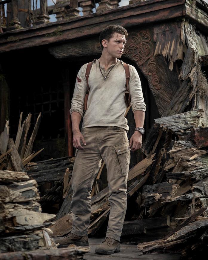 Tom Holland è Nathan Drake nel primo scatto dal set di Uncharted
