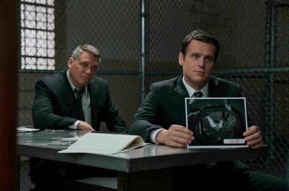 Gli agenti Tench e Ford in una scena di Mindhunter