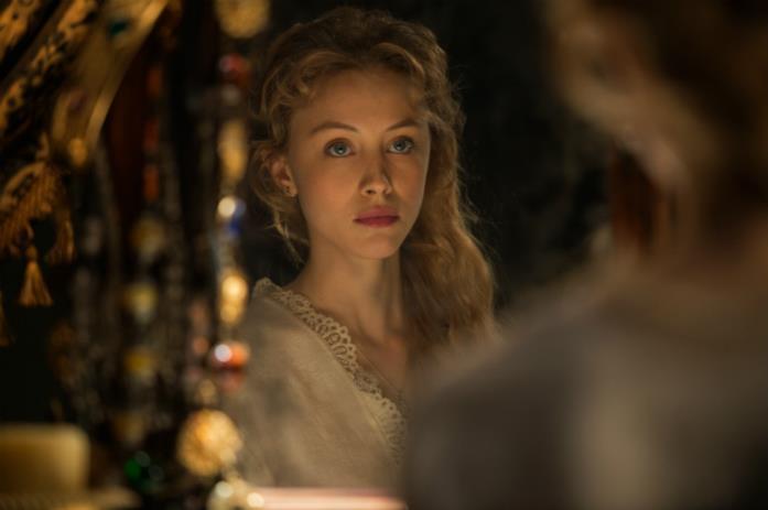 Mirena (Sarah Gadon) in una scena di Dracula Untold