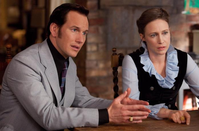 Un'immagine che ritrae Patrick Wilson e Vera Farminga mentre interpretano i personaggi di Ed e Lorraine Warren