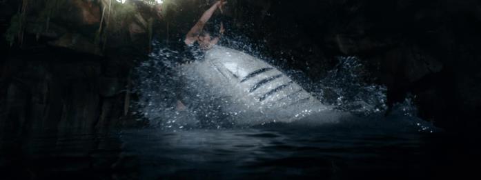John Corbett divorato dallo squalo in una scena del film 47 metri - Uncaged