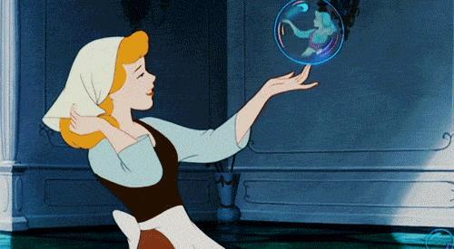 Cenerentola si specchia nella bolla di sapone