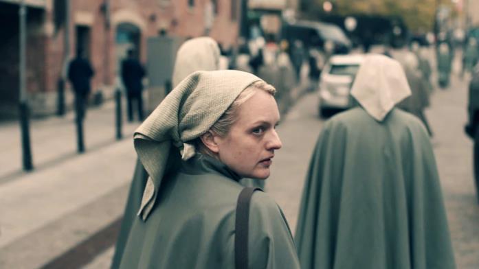 The Handmaid's Tale, la protagonista Elisabeth Moss