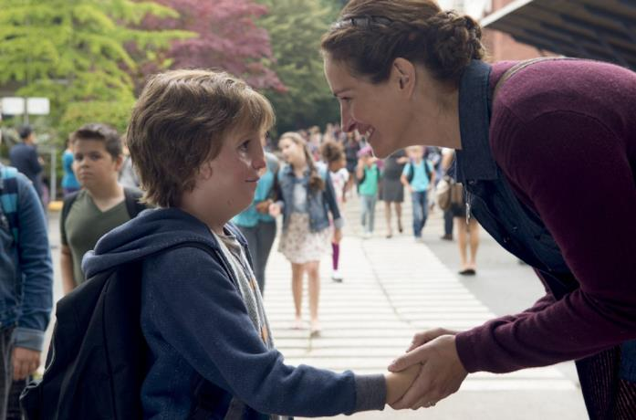 Jacob Tremblay e Julia Roberts nel ruolo di Auggie e sua madre in Wonder