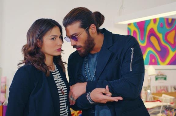 I due protagonisti della serie, Demet Özdemir e Can Yaman, in una scena di Daydream