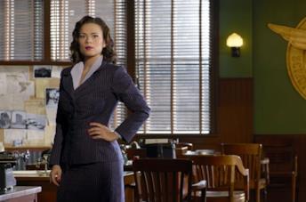 Hayley Atwell è l'agente Peggy Carter
