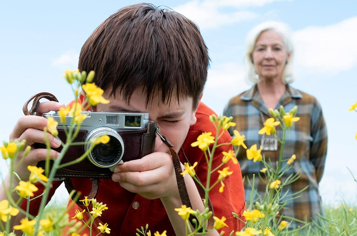 Oscar fotografa i fiori con la nonna