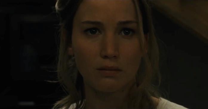 Jennifer Lawrence spaventata in una clip di Madre!