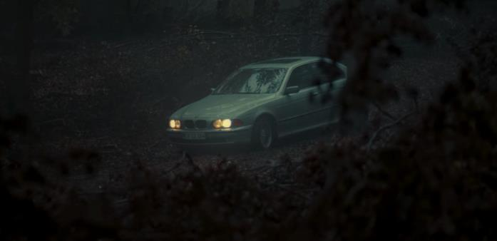 Una BMW grigia