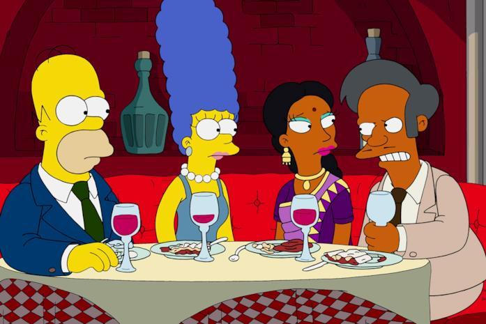 Homer e Marge a cena con Apu e consorte