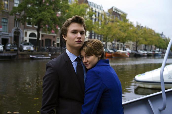 Hazel abbraccia Gus ad Amsterdam