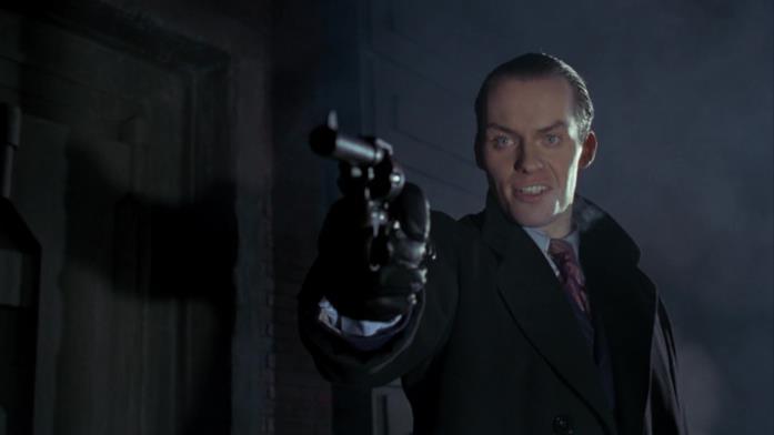 Un giovane Jack Napier mentre assassina i genitori di Bruce Wayne in Batman di Tim Burton