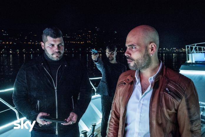 I protagonisti di Gomorra su una barca