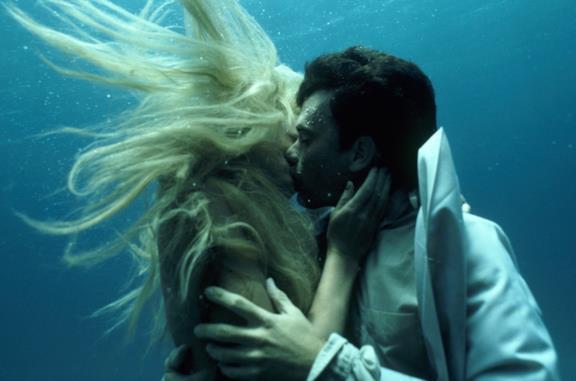 Tom Hanks e Daryl Hannah in Splash - Una sirena a Manhattan