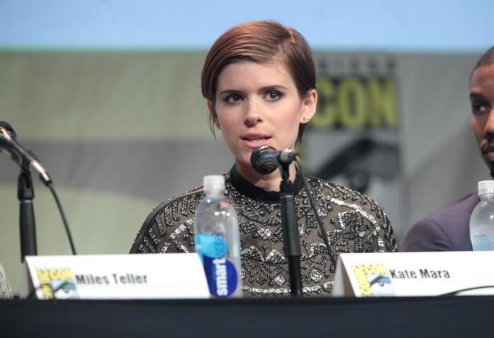 Una foto di Kate Mare durante una conferenza stampa