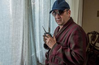 Antonio Albanese in una scena della serie I Topi 2