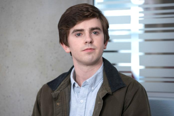 Freddie Highmore in una scena di The Good Doctor