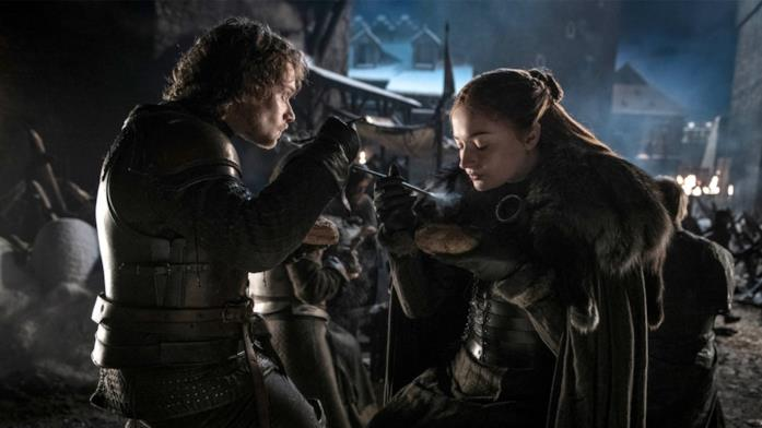 Alfie Allen e Sophie Turner in Game of Thrones 8x02