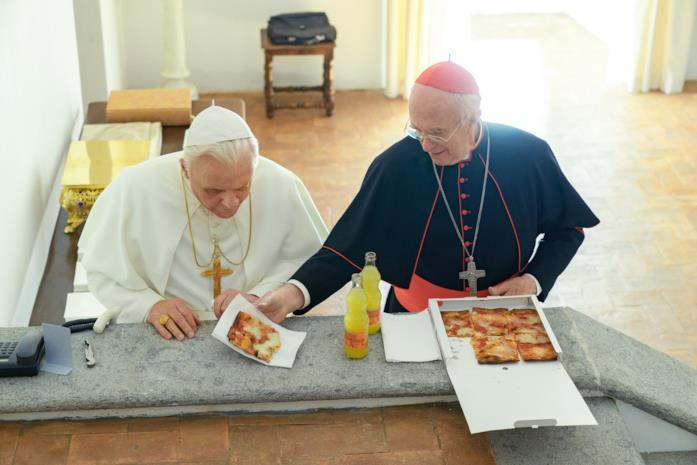 I due papi mangiano la pizza