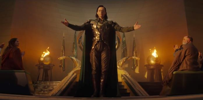 Loki apre le braccia di fronte al trono di Asgard
