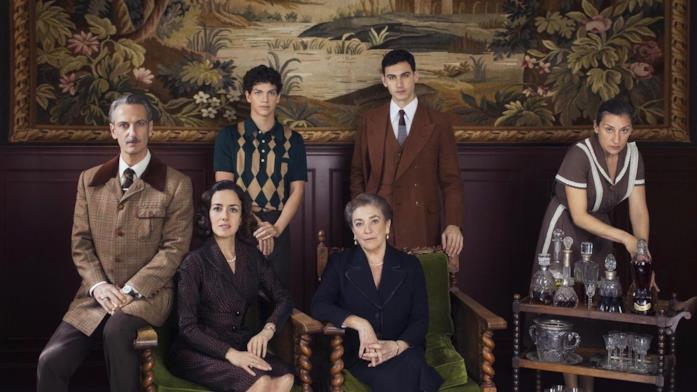 Il cast di Qualcuno deve morire in un ritratto di famiglia