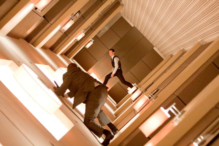 Arthur è interpretato da Joseph Gordon-Levitt
