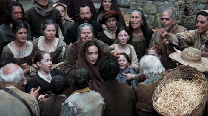 Ade accusata di essere la nipote della strega