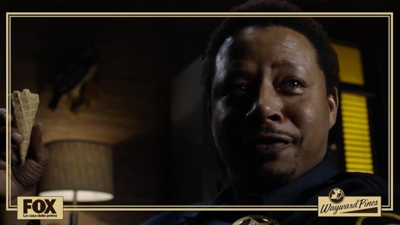 """Episodio 1: quando Ethan Burke incontra per la prima volta lo sceriffo """"mangia gelati"""" Pope."""