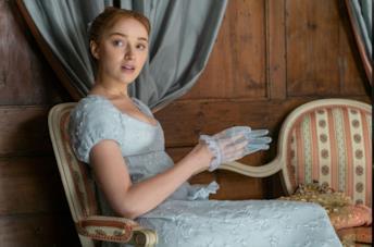 Phoebe Dynevor in Bridgerton