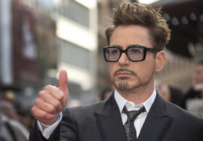 L'attore Robert Downey Jr. sul red carpet