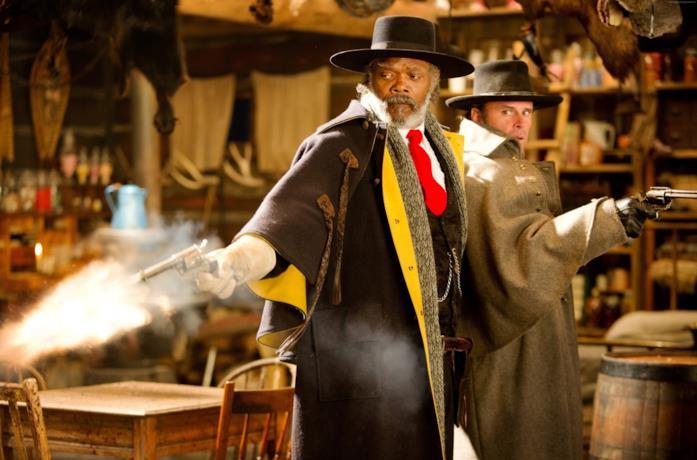 Samuel L. Jackson e Walton Goggins in una scena di The Hateful Eight
