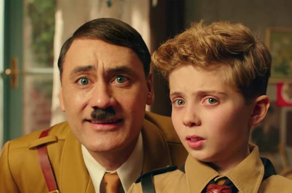 Taika Waititi nei panni di Adolf Hitler