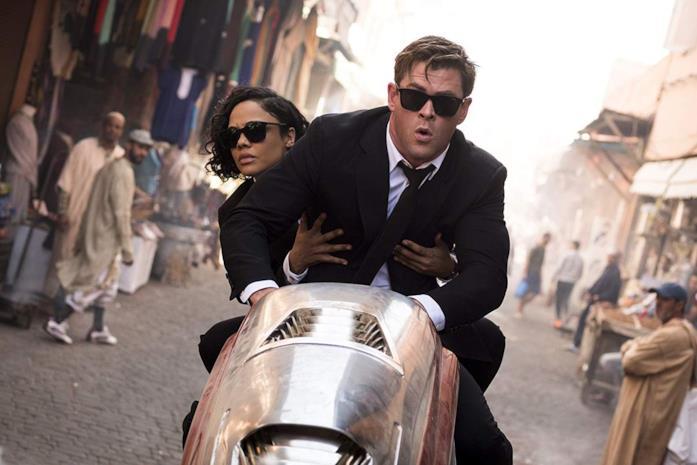 I due agenti MIB su un motociclo
