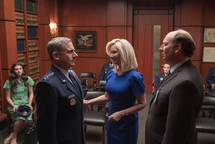 Steve Carell (sinistra) e Lisa Kudrow (destra) in una scena di Space Force