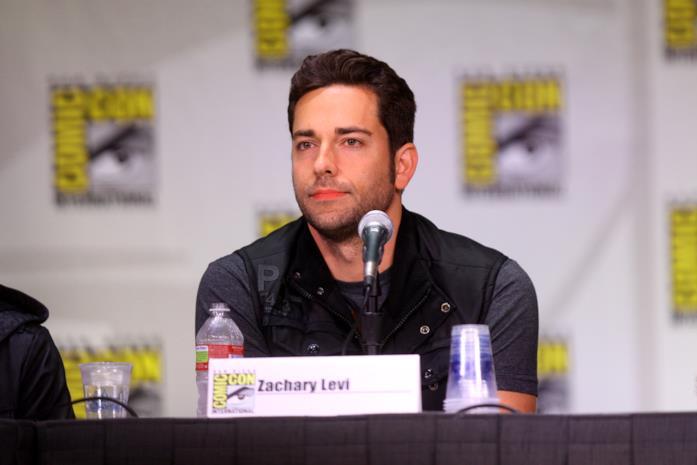 L'attore Zachary Levi durante una conferenza stampa